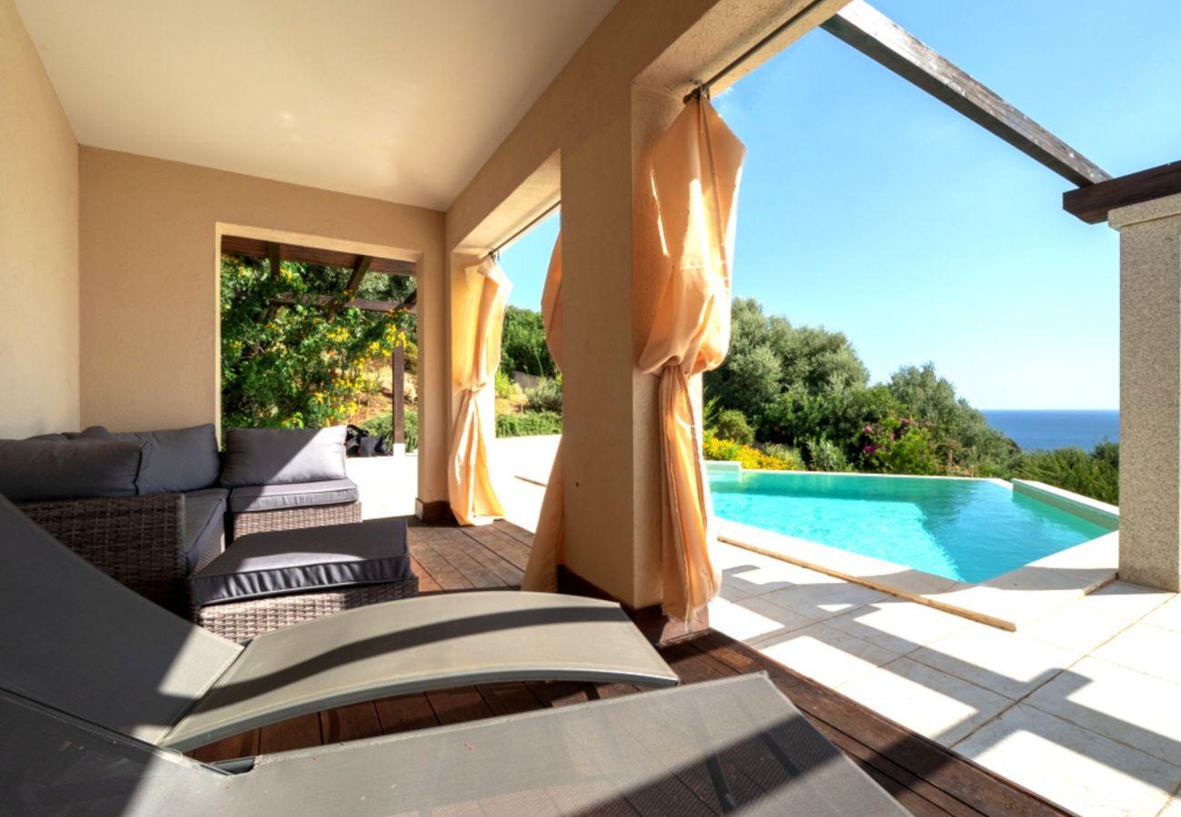 Villa à Quartu Sant´Elena - Villa to rent with pool and sea views in Sardinia