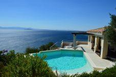 Villa à Quartu Sant´Elena - Villa to rent with pool and sea views...
