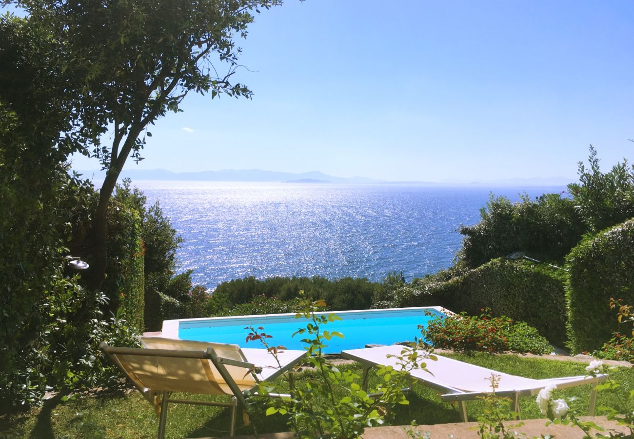 Villa à Quartu Sant´Elena - Holiday rental with sea views and pool in Sardinia