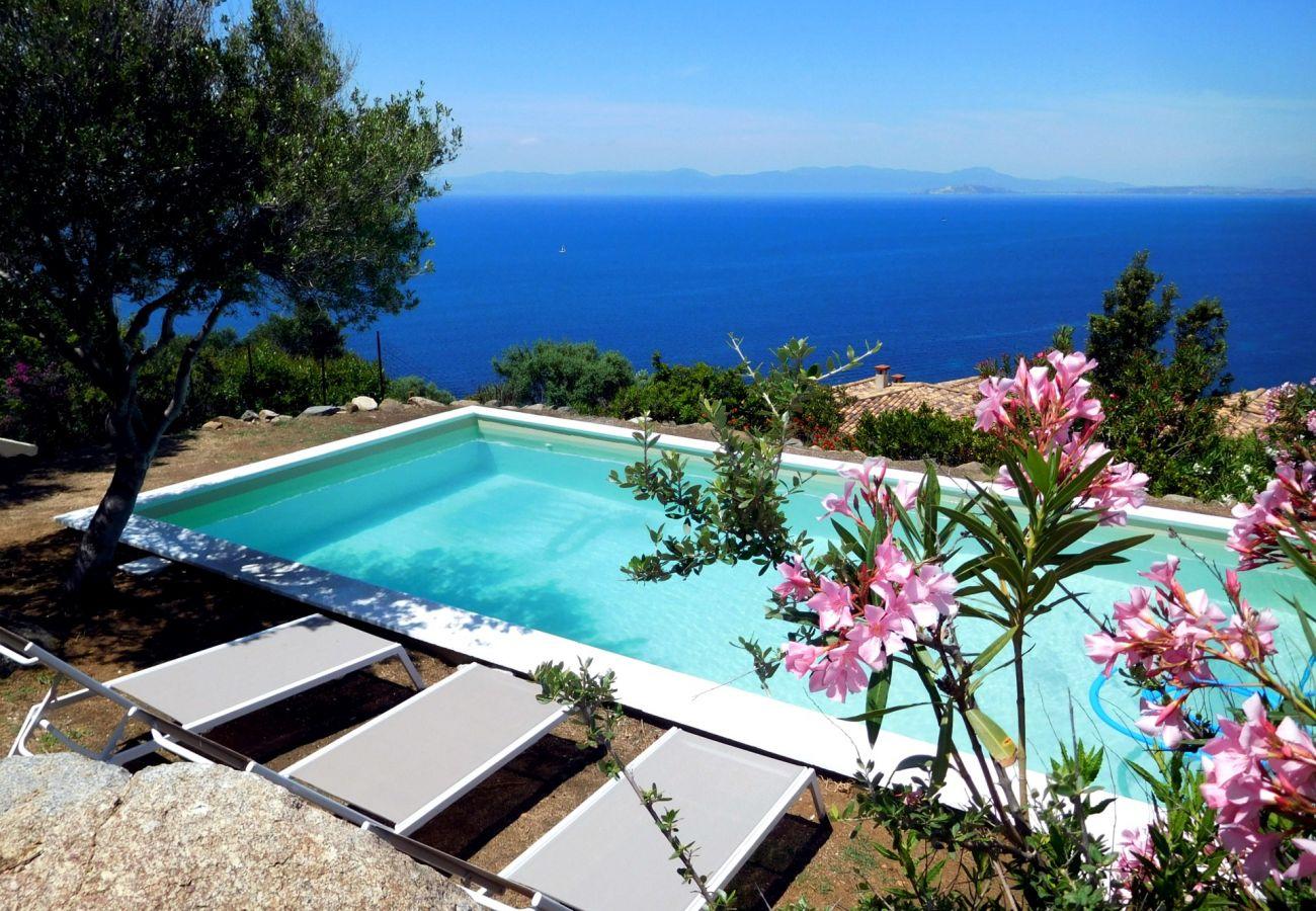 Villa à Quartu Sant´Elena - Sardinia villa with pool and sea views to rent