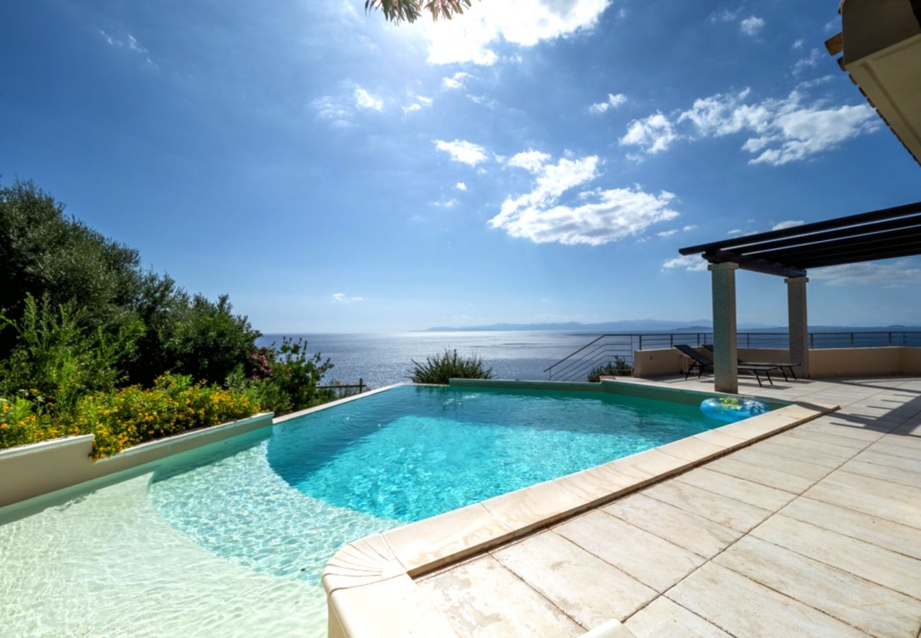 Villa a Quartu Sant´Elena - Villa to rent with pool and sea views in Sardinia