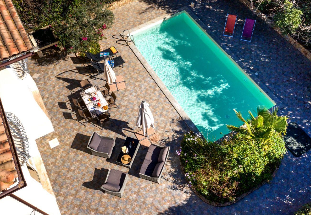 Ville con piscina in affitto in Sardegna
