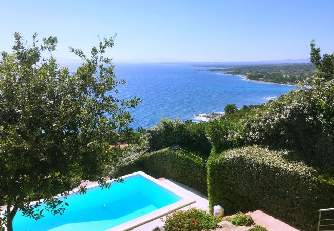Villa/Dettached house in Quartu Sant´Elena - Holiday rental with sea views and pool in Sardinia