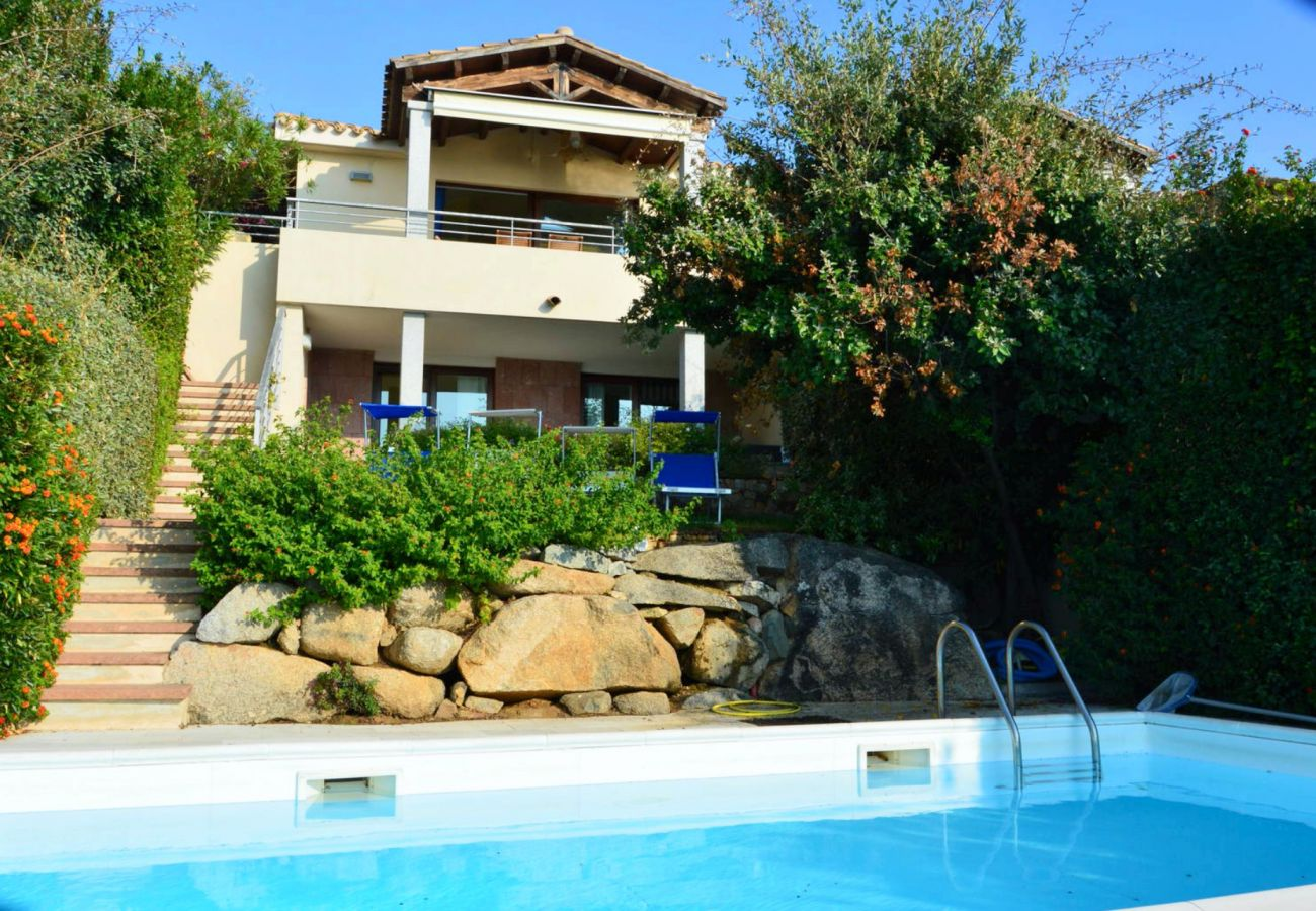 Villa in Quartu Sant´Elena - Holiday rental with sea views and pool in Sardinia