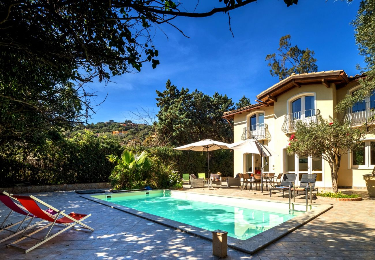 Holiday villa with pool to rent in Sardinia